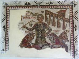 Mosaïque romaine de l'aurige à Dougga. Source : http://data.abuledu.org/URI/54085023-mosaique-romaine-de-l-aurige-a-dougga