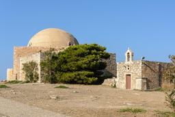 Mosquée et église dans la forteresse de Rethymnos. Source : http://data.abuledu.org/URI/5652d1a6-mosquee-et-eglise-dans-la-forteresse-de-rethymnos