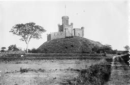 Motte castrale de Ballymena en Ulster. Source : http://data.abuledu.org/URI/54b86afa-motte-castrale-de-ballymena-en-ulster