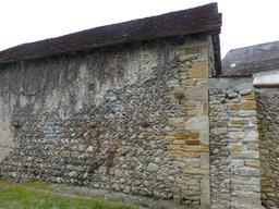 Mur de pierres et de galets. Source : http://data.abuledu.org/URI/58675f42-mur-de-pierres-et-de-galets