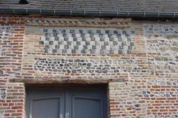 Mur en brique et silex. Source : http://data.abuledu.org/URI/51c488ad-mur-en-brique-et-silex