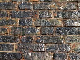 Mur en briques émaillées. Source : http://data.abuledu.org/URI/51c348d1-mur-en-briques-emaillees