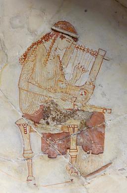 Muse jouant de la cithare. Source : http://data.abuledu.org/URI/5942cd8a-muse-jouant-de-la-cithare