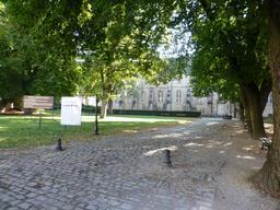 Parc du musée archéologique de Dijon. Source : http://data.abuledu.org/URI/5820a723-musee-archeologique-de-dijon