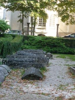 Parc du musée archéologique de Dijon. Source : http://data.abuledu.org/URI/5820a7b3-musee-archeologique-de-dijon