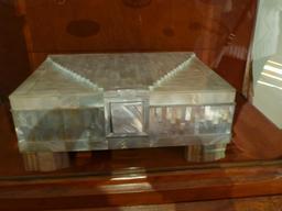 Coffret au musée de l'école de Nancy. Source : http://data.abuledu.org/URI/5818eb95-musee-de-l-ecole-de-nancy