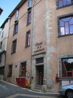 Musée de la coutellerie à Thiers. Source : http://data.abuledu.org/URI/5458f849-musee-de-la-coutellerie-a-thiers