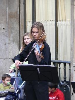 musicien de rue. Source : http://data.abuledu.org/URI/5020cbcc-musicien-de-rue