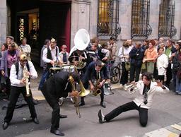 Musiques de Rues 2006 à Besançon. Source : http://data.abuledu.org/URI/594bbd04-musiques-de-rues-2006-a-besancon