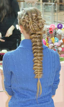 Natte féminine russe. Source : http://data.abuledu.org/URI/532ed8c8-natte-feminine-russe