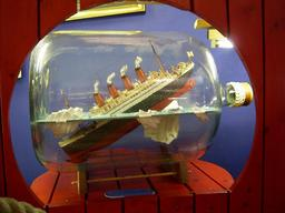 Naufrage du Titanic en bouteille. Source : http://data.abuledu.org/URI/51dbfa67-naufrage-du-titanic-en-bouteille