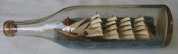 Navire à voile en bouteille de l'entre-deux-guerres. Source : http://data.abuledu.org/URI/51dbf9e3-navire-a-voile-en-bouteille-de-l-entre-deux-guerres