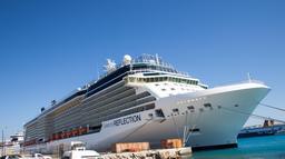 Navire de croisière dans le port de Rhodes. Source : http://data.abuledu.org/URI/529609f5-navire-de-croisiere-dans-le-port-de-rhodes