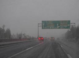 Neige sur l'autoroute d'Athènes. Source : http://data.abuledu.org/URI/54ccfddc-neige-sur-l-autoroute-d-athenes