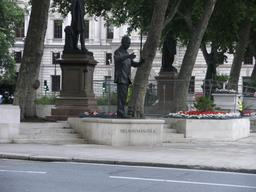 Nelson Mandela sur Parliament Square à Londres. Source : http://data.abuledu.org/URI/52fa5ba3-nelson-mandela-sur-parliament-square-a-londres