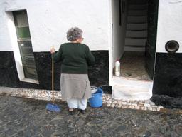 Nettoyage du palier d'entrée. Source : http://data.abuledu.org/URI/54c79db5-nettoyage-du-palier-d-entree