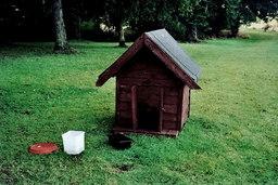 Niche pour chien. Source : http://data.abuledu.org/URI/502f7cd9-niche-pour-chien