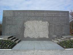 Nouveau monument commémorant l'incendie à Cestas. Source : http://data.abuledu.org/URI/47f5342e-nouveau-monument-commemorant-l-incendie-a-cestas