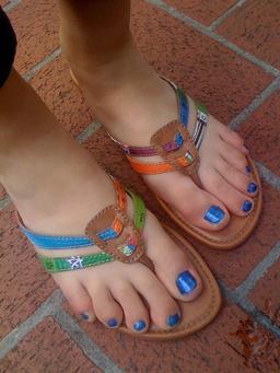 Nu-pieds fantaisie en cuir. Source : http://data.abuledu.org/URI/50fc02c1-nu-pieds-fantaisie-en-cuir