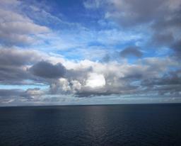 Nuages au-dessus de l'Atlantique en avril. Source : http://data.abuledu.org/URI/55089b61-nuages-au-dessus-de-l-atlantique-en-avril