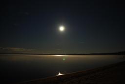 Nuit de pleine lune. Source : http://data.abuledu.org/URI/52cddf75-nuit-de-pleine-lune