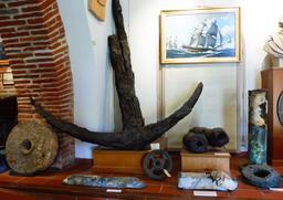 Objets en provenance des recherches archéologiques à Vanikoro. Source : http://data.abuledu.org/URI/596e3a0d-objets-en-provenance-des-recherches-archeologiques-a-vanikoro