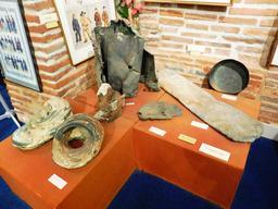 Objets en provenance des recherches archéologiques à Vanikoro. Source : http://data.abuledu.org/URI/596e41fd-objets-en-provenance-des-recherches-archeologiques-a-vanikoro