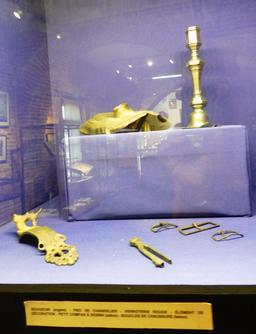 Objets en provenance des recherches archéologiques à Vanikoro. Source : http://data.abuledu.org/URI/596e4940-objets-en-provenance-des-recherches-archeologiques-a-vanikoro