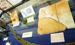 Objets en provenance des recherches archéologiques à Vanikoro. Source : http://data.abuledu.org/URI/596e4a64-objets-en-provenance-des-recherches-archeologiques-a-vanikoro