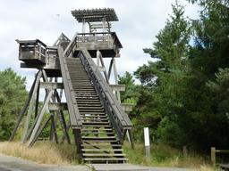 Observatoire dans le parc du Bourgailh. Source : http://data.abuledu.org/URI/5826cca8-observatoire-dans-le-parc-du-bourgailh