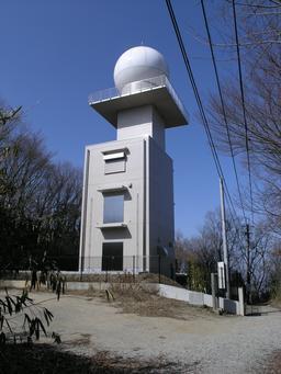 Observatoire météorologique au Japon. Source : http://data.abuledu.org/URI/5512224e-observatoire-meteorologique-au-japon