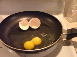 Oeuf double dans une poêle. Source : http://data.abuledu.org/URI/533c0386-oeuf-double-dans-une-poele