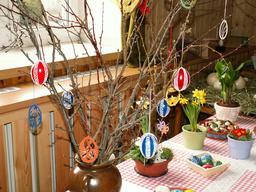 Oeufs de Pâques décorés au crochet. Source : http://data.abuledu.org/URI/5506bc46-oeufs-de-paques-decores-au-crochet