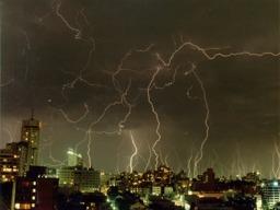 Orage exceptionnel à Sydney en 1991. Source : http://data.abuledu.org/URI/533c76f0-orage-exceptionnel-a-sydney-en-1991