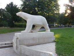 Ours blanc de Pompon au Jardin Darcy de Dijon. Source : http://data.abuledu.org/URI/58204abc-ours-blanc-de-pompon-au-jardin-darcy-de-dijon-