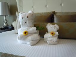 Ourse et ourson en serviettes de bain. Source : http://data.abuledu.org/URI/5342594d-ourse-et-ourson-en-serviettes-de-bain