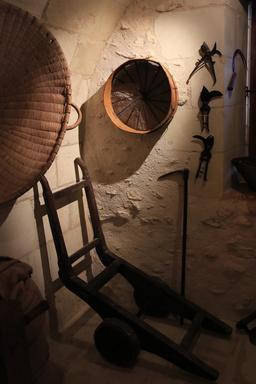 Outils au moulin de Bléré. Source : http://data.abuledu.org/URI/55dc7fd3-outils-au-moulin-de-blere