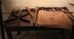 Outils de meunier. Source : http://data.abuledu.org/URI/55dc1a14-outils-de-meunier