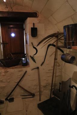Outils de vignerons. Source : http://data.abuledu.org/URI/55dc7c7e-outils-de-vignerons
