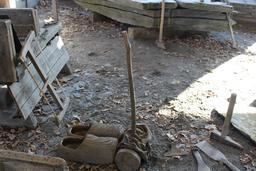Outils du fendeur d'ardoise de Trélazé. Source : http://data.abuledu.org/URI/58b3488b-outils-du-fendeur-d-ardoise-de-trelaze