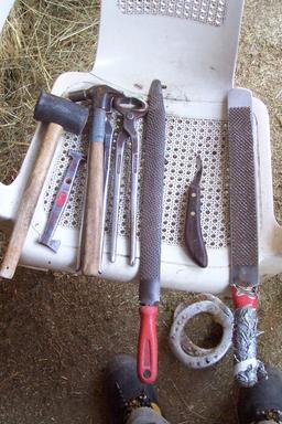 Outils du maréchal-ferrant. Source : http://data.abuledu.org/URI/52e8db91-outils-du-marechal-ferrant