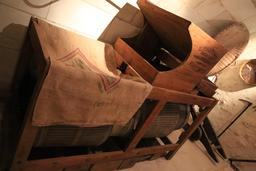 Outils du meunier en Touraine. Source : http://data.abuledu.org/URI/55dd6250-outils-du-meunier-en-touraine