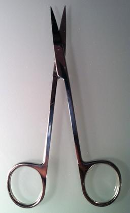 Paire de ciseaux fins. Source : http://data.abuledu.org/URI/532efbf3-paire-de-ciseaux-fins