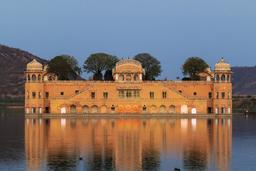 Palais de Jal Mahal en Inde. Source : http://data.abuledu.org/URI/58cee8e4-palais-de-jal-mahal-en-inde