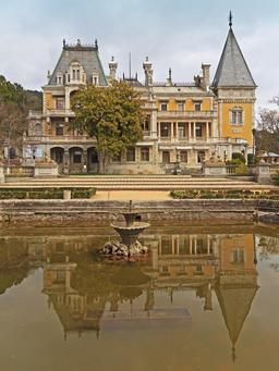 Palais de Massandra en Crimée. Source : http://data.abuledu.org/URI/5415de82-palais-de-massandra-en-crimee