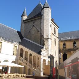 Palais des ducs de Bourgogne et cour de Bar à Dijon. Source : http://data.abuledu.org/URI/59d693d5-palais-des-ducs-de-bourgogne-et-cour-de-bar-a-dijon