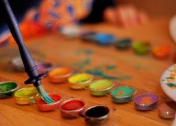 Palette de couleurs et pinceau. Source : http://data.abuledu.org/URI/53a9d798-palette-de-couleurs-et-pinceau