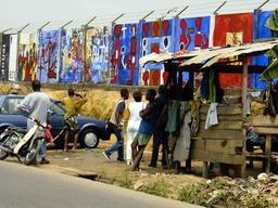 Palissade de la solidarité à Douala. Source : http://data.abuledu.org/URI/52dac6d8-palissade-de-la-solidarite-a-douala