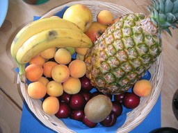 Panier de fruits. Source : http://data.abuledu.org/URI/50199dfb-panier-de-fruits