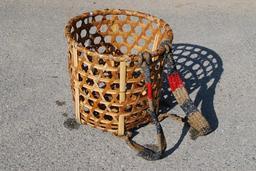 Panier tressé japonais pour transport sur le dos. Source : http://data.abuledu.org/URI/52740c70-panier-tresse-japonais-pour-transport-sur-le-dos
